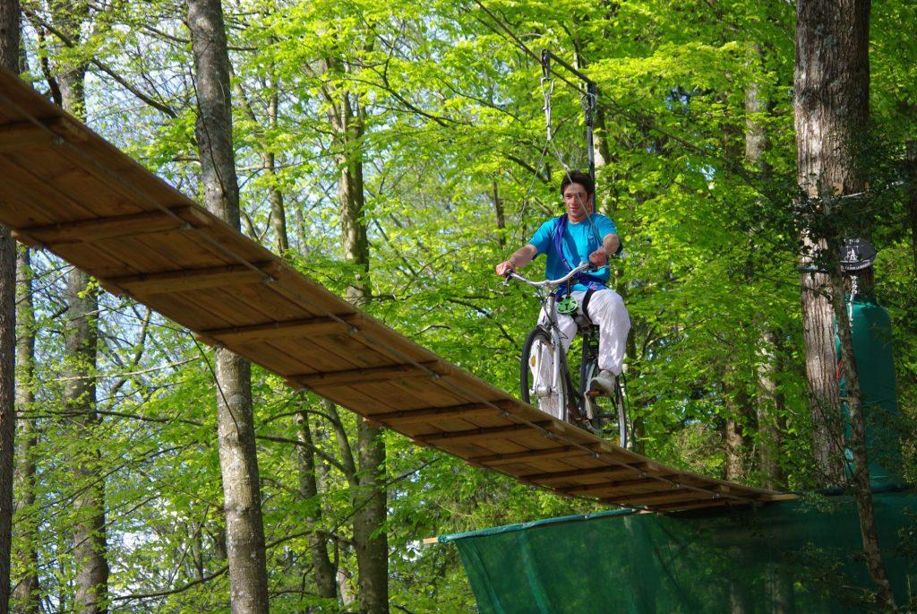 Vélo dans les arbres parcours aramits