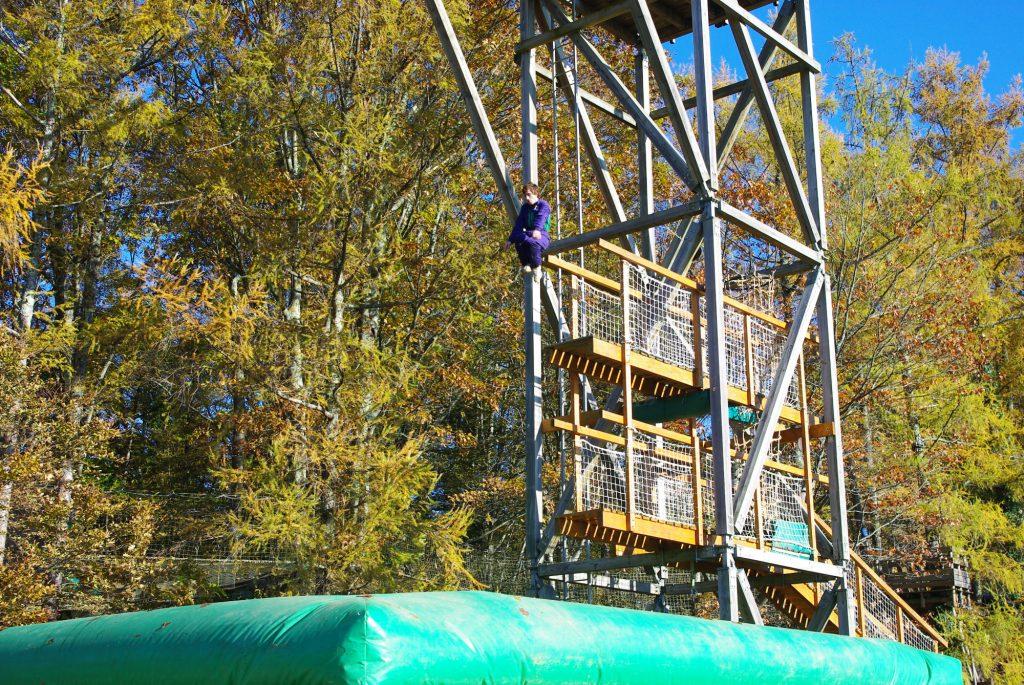 Tour de saut airbag aventure parc