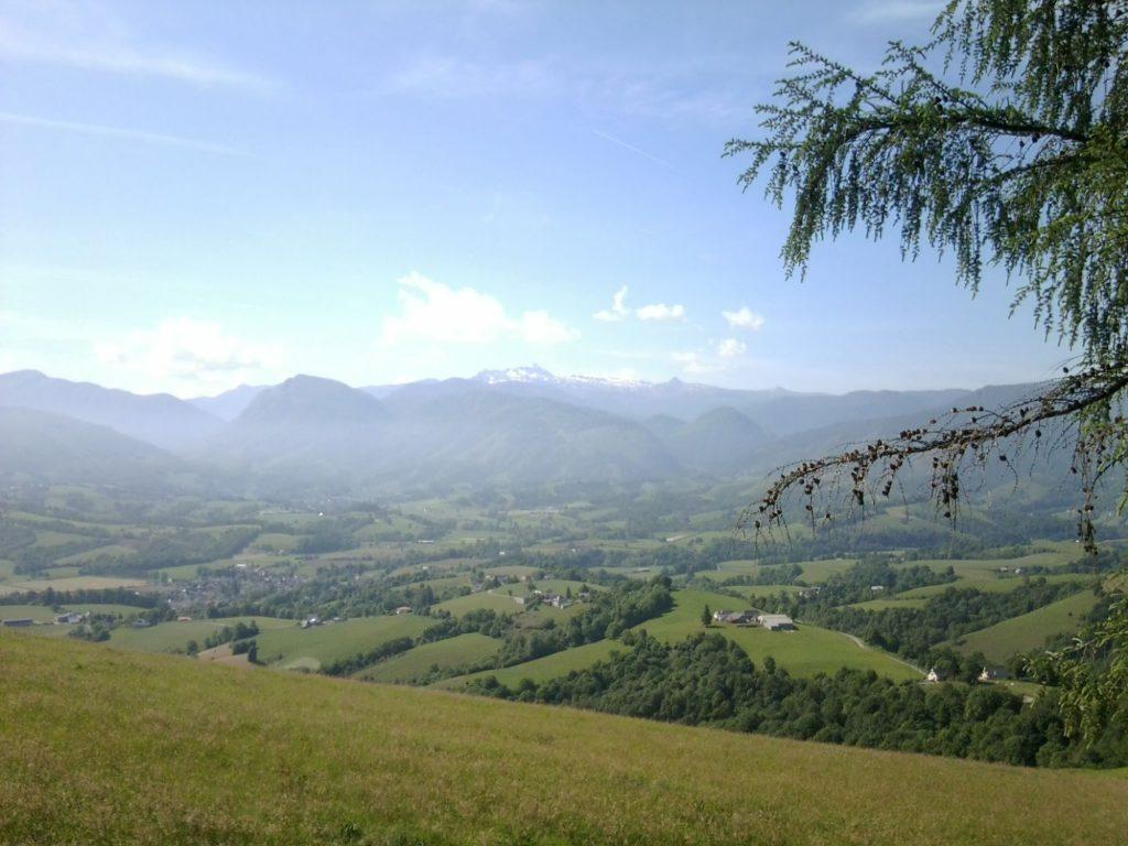 Magnifique vue sur la chaîne des Pyrénées depuis le parc
